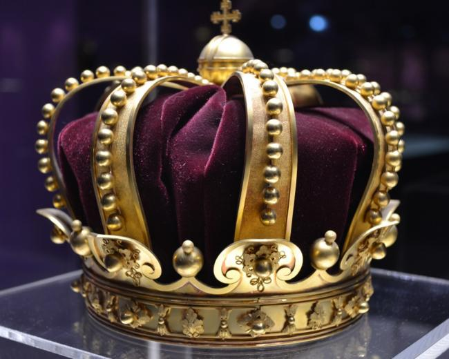 A Crown Illustrating Royalty and Majestic Pride
